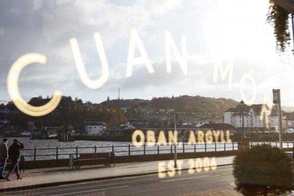 <span>Cuan Mor</span><i>→</i>