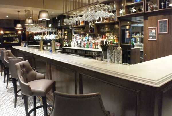 <span>Dalziel Park Hotel</span><i>→</i>